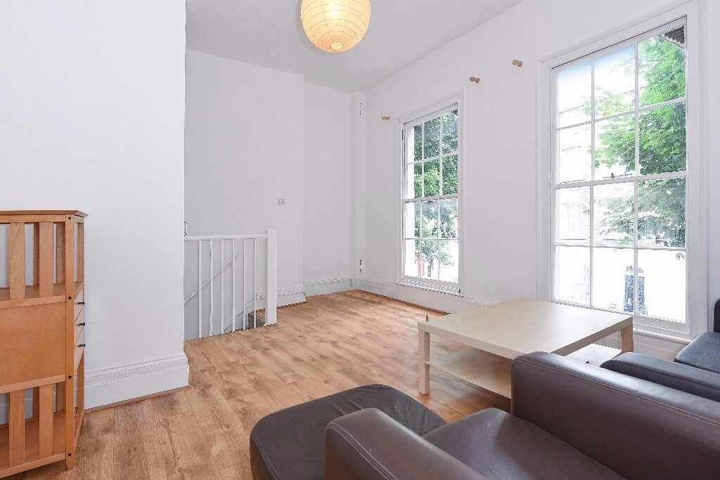 NEWLY RENOVATED THREE BEDROOM HOUSE! OVER THREE FLOORS! NEW BATHROOM AND KITCHEN FITTED WITH GARDEN!