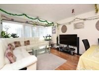 A three bedroom house to rent in Southfields offering spacious accommodation.