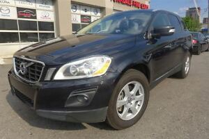 2010 Volvo XC60 3.2L AWD, Pano Roof. Leather. Blind Spot