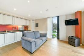 2 bedroom flat in The Pavilion, The Strata, Elephant and Castle SE1