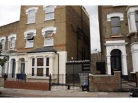 Generous Stoke Newington flat of a charecter house, with two bathrooms and a private garden