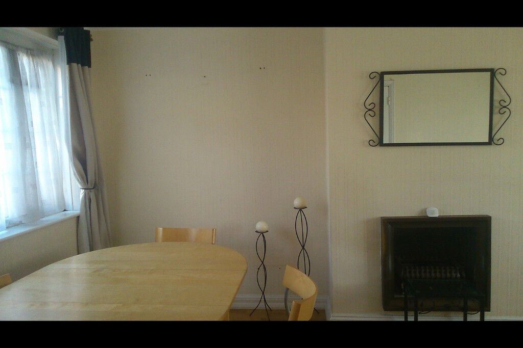 Double spacious room bills incl £420 pcm for sharers £700 for single lovely flat Kingsbury Wembley