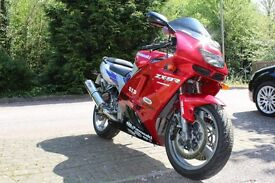 **KAWASAKI ZX-9R FAST AND RELIABLE**