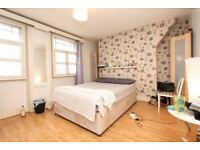 BRIGHT ROOM IN KINGS CROSS FOR COUPLES - NO FEES!!!!