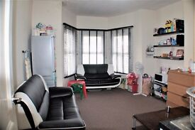 FIRST FLOOR 1 BEDROOM FLAT - ILFORD- CLOSE TO THE SHOPS AND AMENITIES- AVAILABLE NOW