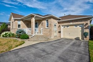 All Brick Bungalow w/Separate Basement Entrance! - Barrie