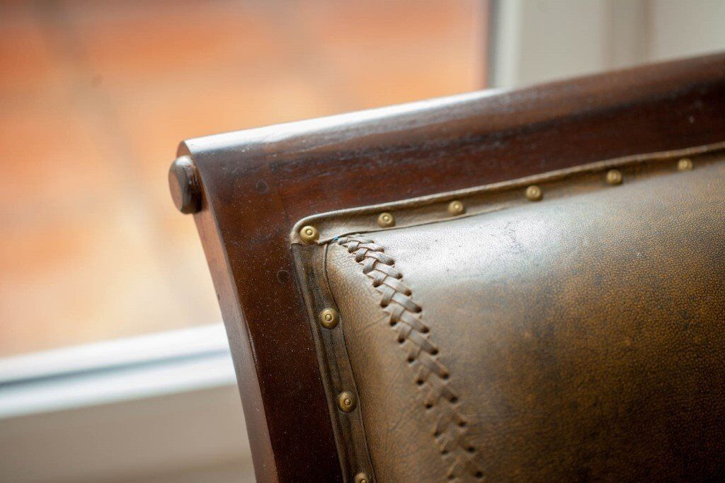 Teck brown leather armchair - Colonial style