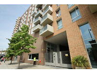 Luxury Gated Top Floor One Bed Private Balcony City Views Gym Conceirge Cycle Parking Bow E3