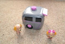Paw Patrol Skye Outfit Change Caravan with the 2 Figures