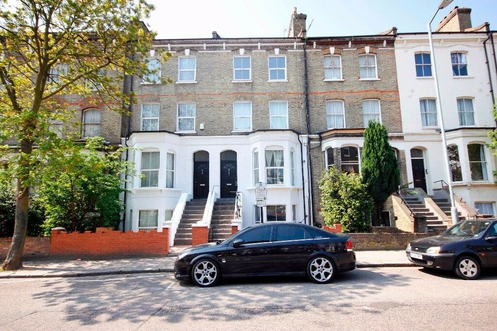 A lovely two bedroom property with garden space closely linked to Finsbury Park Station - N4