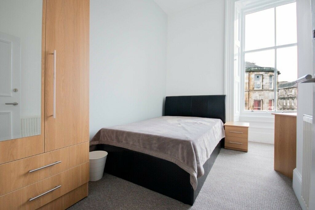 DOUBLE ROOMS for flat share located in large, 8 bedroom ...
