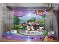 Lego Friends 41008 Showcase Displayed inside Plastic Aquarium Great Collectible