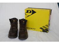 Near New Mens Steel Toe Boots. Dunlop Nevada size 9 UK