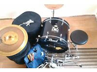 pearl forum series drum kit. Accessories included. Everything you need.