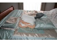 Victorian Style Single Duvet Bedding Set comes in VGC (9 Piece Lot)