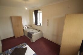 LOOK AT THIS FABULOUS TWIN ROOM IDEAL FOR TWO FRIENDS!! 155H