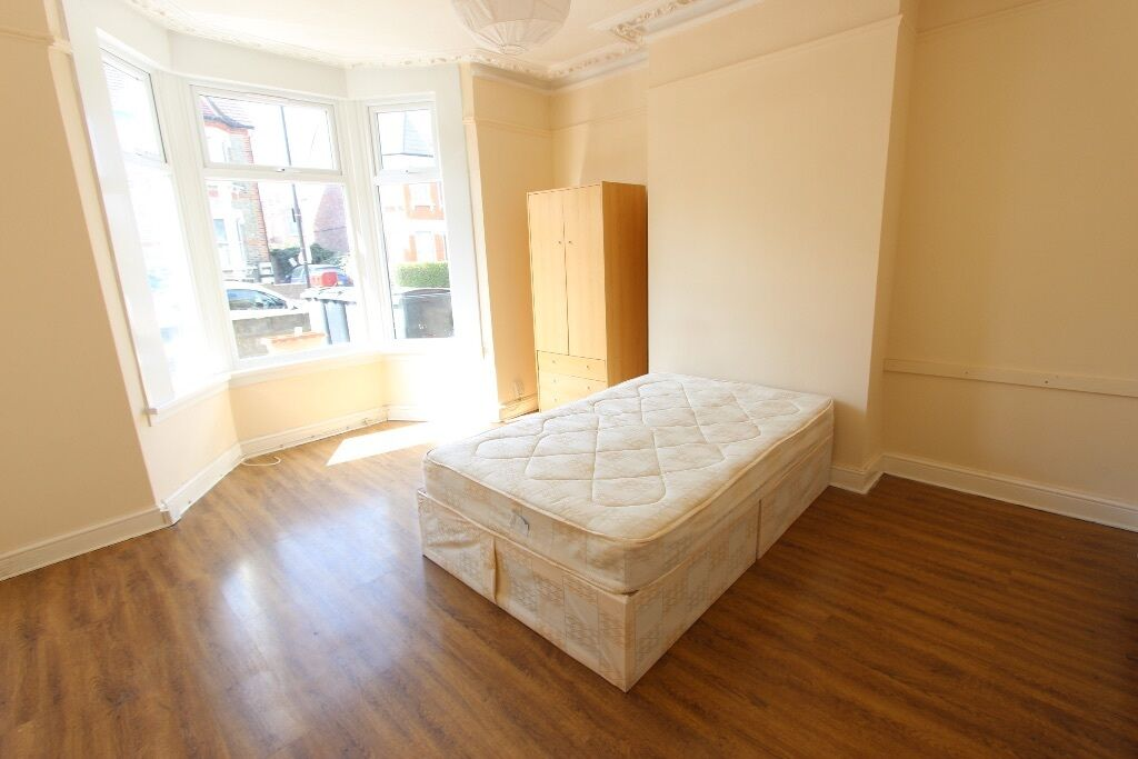 AVAIL TODAY.... 2 Bed Ground Floor Flat, Garden, D/G, Double rooms, Bright & Airy. Wooden Floors N22
