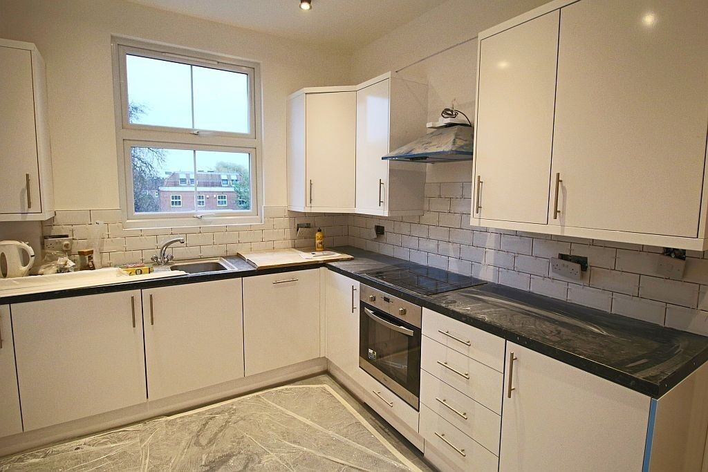 A SPACIOUS 2 DOUBLE BEDROOM SPLIT LEVEL FLAT TO RENT BOUNDS GREEN N11 N22