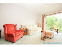 2 bedroom flat in Riverside Gardens Lodge, Green Walk, Hendon, NW4