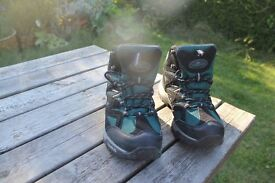 Trespass Size 6 walking boots used but in excellent condition