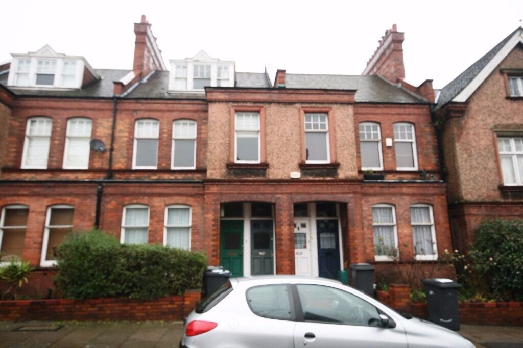 MASSIVE 3 DOUBLE BEDROOM HOUSE WITH BALCONY - STREATHAM HILL