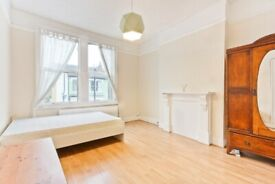 Amazing large 3 bed flat to rent in Brixton. Part Furnished. VIRTUAL VIEWINGS AVAILABLE