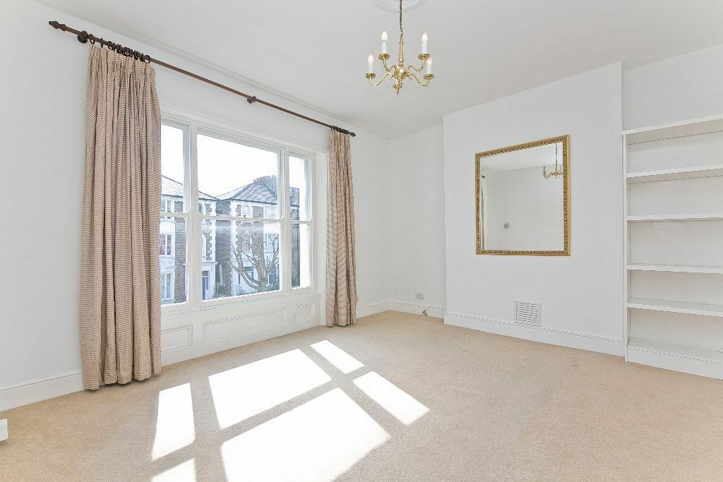 TO DOUBLE BEDROOM FLAT- NEWLY REFURBISHED- AVAILABLE NOW - FIRST FLOOR- CLOSE TO TUBE