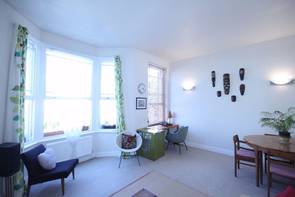 LOVELY 1 BED FLAT ON FIRST FLOOR MINS WALK TO QUEENS PARK AND PADDINGTON STATIONS