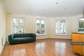 2 bedroom flat in Coopers Court, London, W3 (2 bed) (#949031)