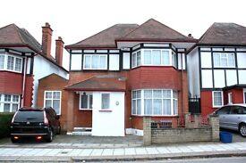 3 bedroom house in Queens Gardens, Hendon, NW4