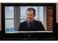 """32"""" LG 32LH3000 FULL HD LCD TV WITH BUILT IN FREE VIEW IN A GREAT CONDITION."""