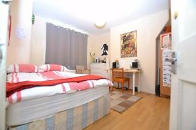 Fantastic 3 Bedroom Maisonette In Brick Lane....All Double Rooms.... Easy Access To Transport!