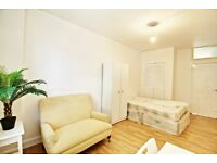 SPACIOUS DOUBLE ROOM AVAILABLE TO RENT ON THE HIGH STREET, HORNSEY/CROUCH END. BRAND NEW FURNITURE!!