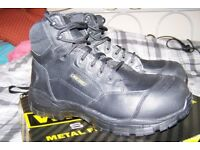 'Wide Load' Extra Wide Airport Friendly Safety Boots UK 10 As new, worn for about 2 hours only.