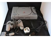 PS1 CONSOLE WITH 1 DUAL SHOCK PAD & 7 GAMES