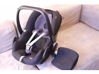 Almost as new Maxi-Cosi Pebble baby car seat for aged 0 to 1 year with Bugaboo Bee adapters