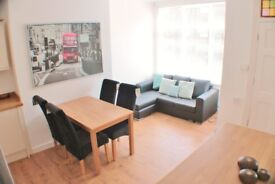 Spacious Double Room in Modern House Share - just a short walk from Burley Train Station