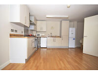 Three bedroom apartment with easy access into the City and Canary Wharf