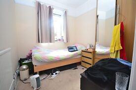 lovely room for rent on streatham high road £600pcm