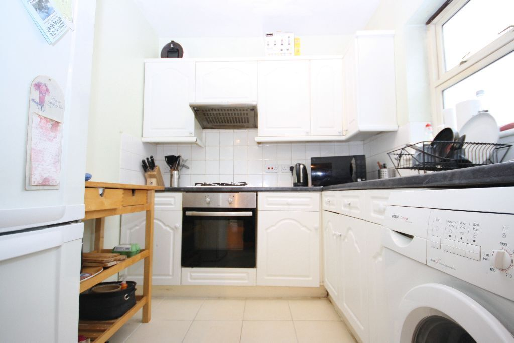 1 bed ground floor apartment, situated in a small block in East Greenwich with a private garden