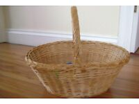 WICKER DISPLAY/SHOPPING BASKET