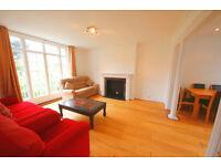 Big split lvl 4 bedroom flat in Camberwell