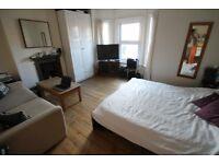 HUGE ROOM INC. LIVING AREA, 2 BATHROOMS, KITCHEN/DINER, ALL BILLS & WIFI INC, FRIENDLY OCCUPANTS