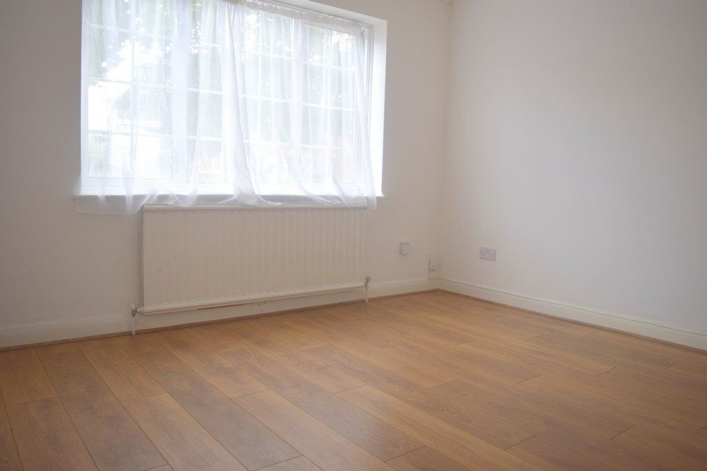 LOCATION LOCATION LOCATION!!! 3 BEDROOM HOUSE LOCATED IN HAYES £1750 PER MONTH