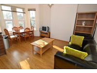 A modern first floor two double bedroom flat in the heart of Palmers Green, n13