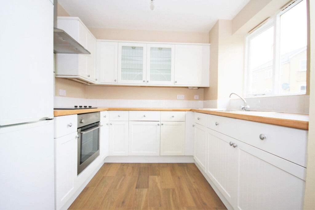 refurbished 2 bedroom apartment in a secure residential building located in Mill Quay Development.