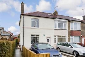 Sighthill, Bright, Spacious 3 Bedroom Upper Villa to rent Edinburgh EH11