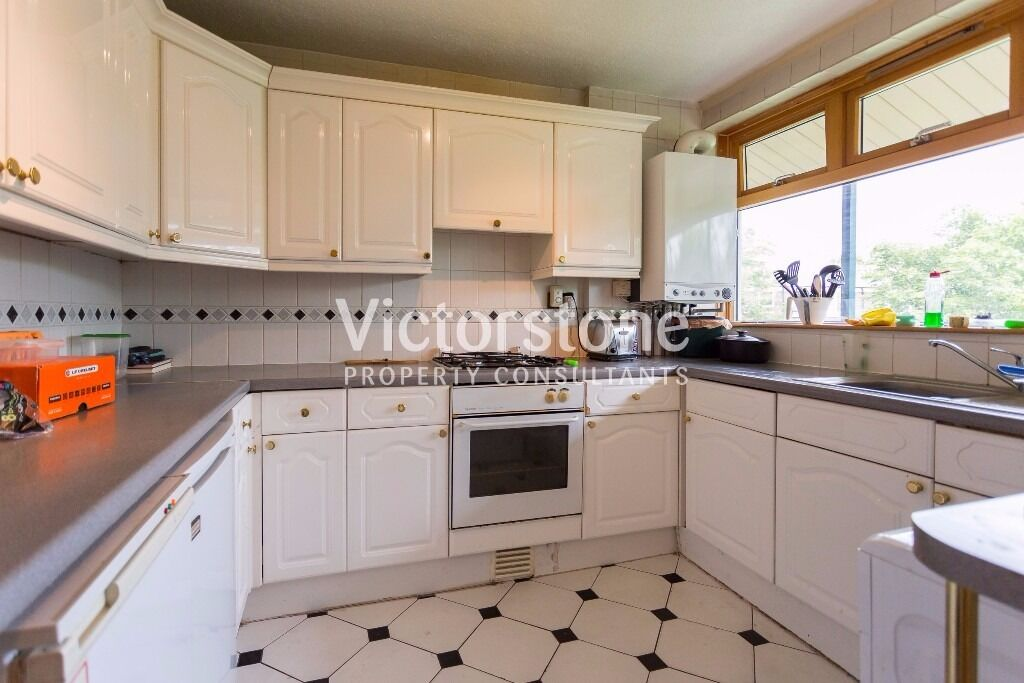 ***2/3 bedroom Mornington Crescent ***Perfect for students**