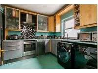 A LOVELY SINGLE AND DOUBLE ROOM AVAILABLE IN SPACIOUS CONTEMPORARY HOUSE IN BROCKLEY.