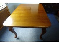 ANTIQUE OAK AND LEATHER DINING TABLE AND 6 CHAIRS